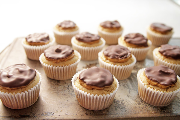 FIXATE-Gooey-Peanut-Butter-Cupcakes2