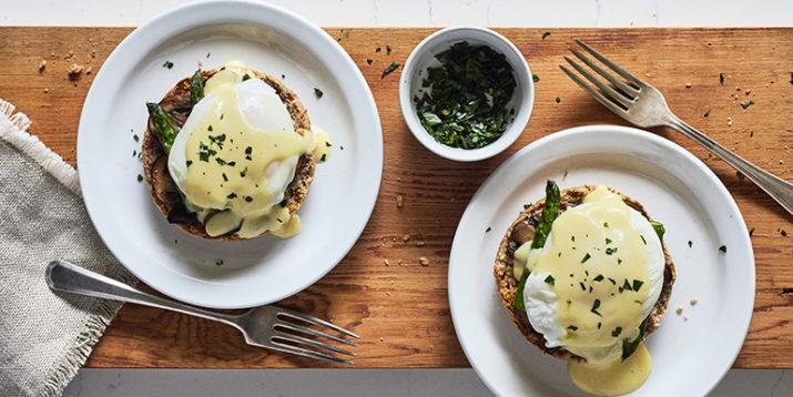 Vegetarian-Eggs-Benedict-715x358